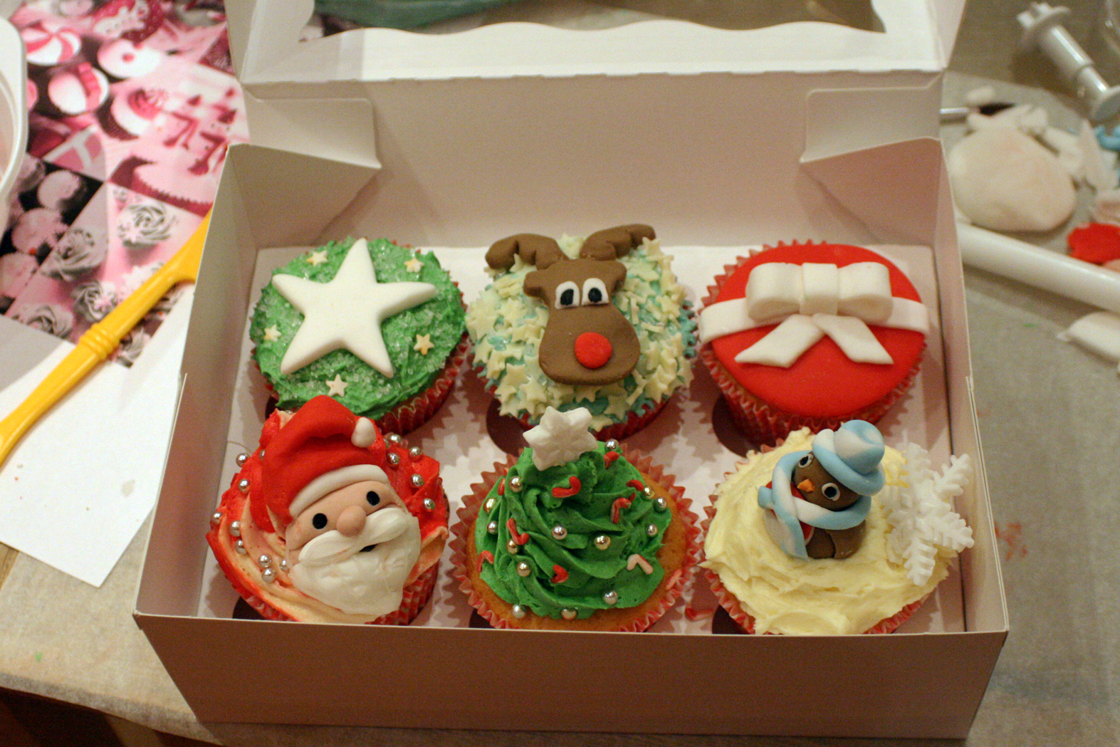 Pictures Of Cake Boss Christmas Cupcakes Kidskunst Info