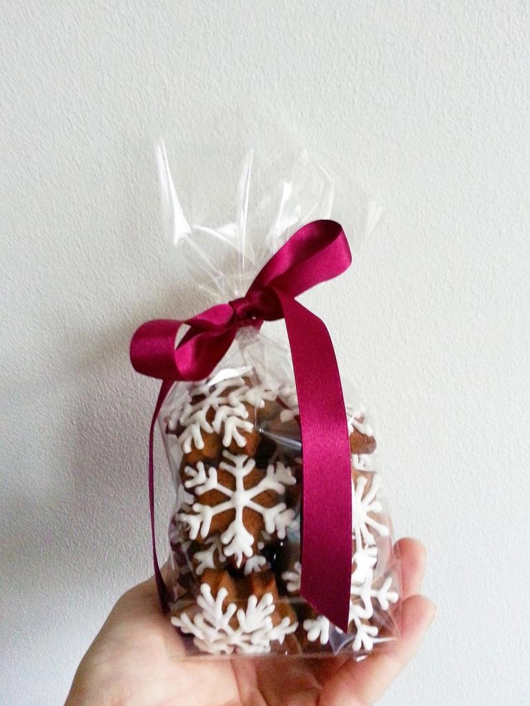 mini snowflake cookies